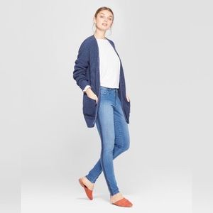 NEW Mid-Rise SkinnIES Universal Thread™ Med Wash